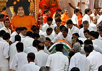 Sathya Sai Baba last rites in Puttaparthi