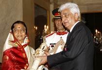 President Patil confers Padma Awards