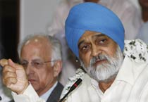 Montek Singh Ahluwalia at a press meet
