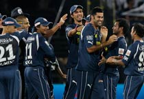 Hyderabad beat Bangalore by 33 runs
