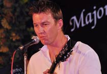 Bret Lee performs with Majors band