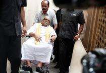 M Karunanidhi arrives in Delhi to meet Kanimozhi