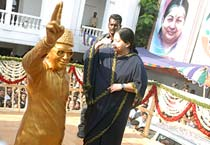 Jayalalithaa set to become CM of Tamil Nadu