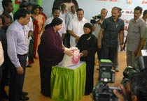 Jayalalithaa launches free rice scheme in Chennai