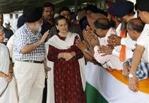 Sheila Dikshit, Sikh delegation meet Sonia Gandhi