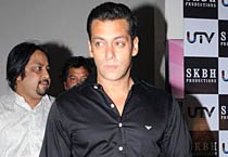 Salman Khan hosts <em>Chillar Party</em> premiere