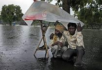 Heavy rains disrupt traffic in Delhi