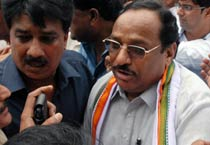Congress leaders protest attack on Digvijay