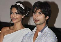 Shahid, Sonam unveil Mausam's first trailer