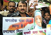 Protests in Patna after Anna's arrest