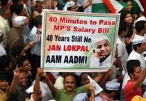 Mumbai shows support to Anna Hazare