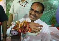 Bhopal victims tie rakhi to Madhya Pradesh CM