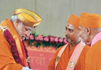 Feast of turbans at Modi's fast