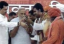 Narendra Modi ends Sadbhavna fast