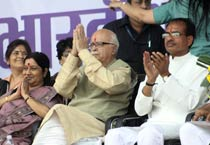 Advani's Jan Chetna Yatra reaches Bhopal