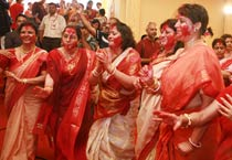 'Sindur khela' celebrations in Mumbai