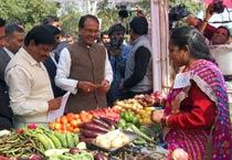 MP CM announces IDs for street vendors