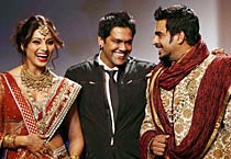 WIFW: Bipasha, Madhavan walk the ramp