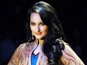 Tanisha on ramp on Day 4 of Lakme Fashion Week