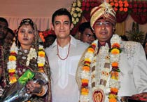 Aamir attends auto rickshaw driver's son's wedding