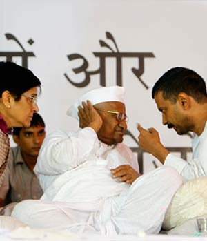 Anna Hazare with Kiran Bedi and Arvind Kejriwal