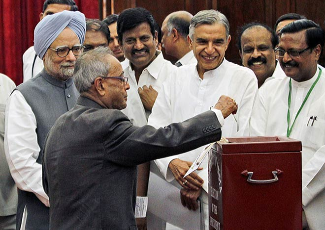 (Left to right) Manmohan Singh, Pranab Mukherjee, Pawan Bansal