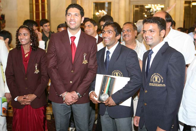 (Left to right) Cricketer Yuvraj Singh, Yogeshwar Dutt and Vijay Kumar