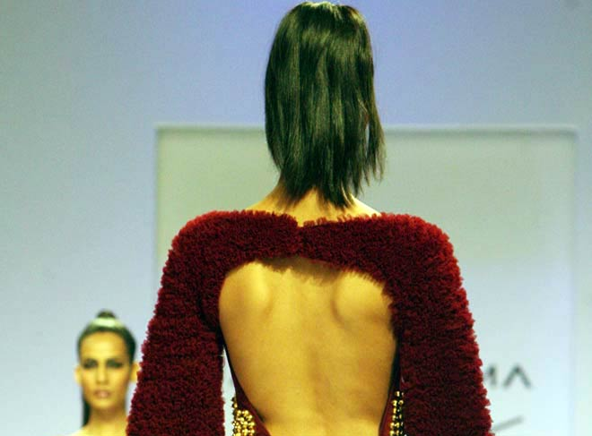 Models dazzle on Day 1 of LFW 2012