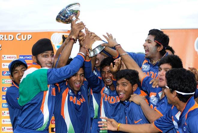 India's Ravi Kant Singh (centre) and team-mates