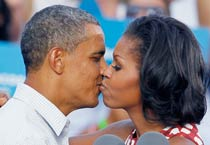 Memorial marks Obamas' first kiss