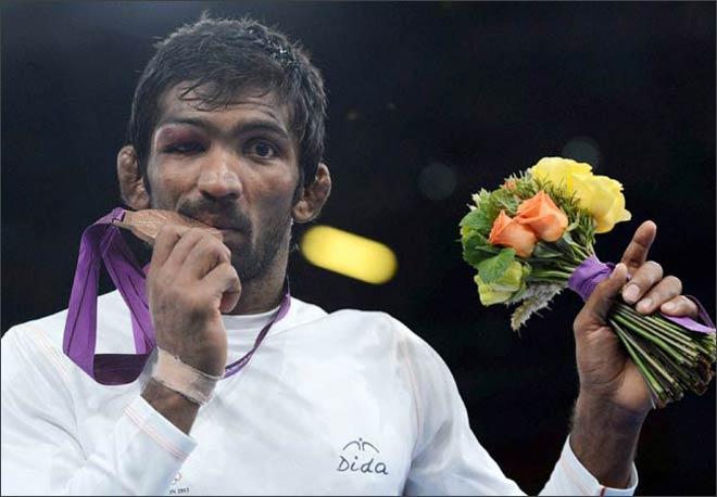 India's Yogeshwar Dutt with bronze medal