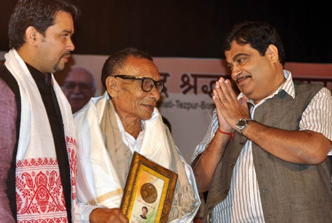 The Bharatiya Janata Party president Nitin Gadkari flagged off the Shahid Shradhanjali Yatra in Guwahati on October 18, 2012.
