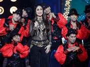 Kareena performs at People's Choice Awards