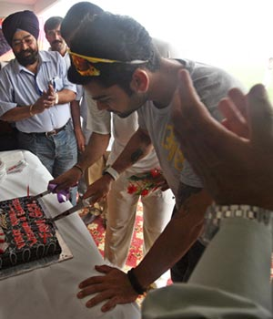 Virat Kohli cuts his cake