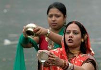 chhath puja, chhath puja celebrations, chhath puja ends, pray to sun god