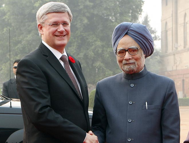 Stephen Harper (left) and Manmohan Singh