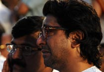 Raj Thackeray breaks down as Balasaheb's body placed on funeral pyre