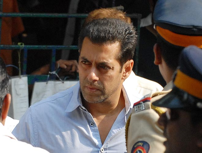 Actor Salman Khan visited visited Bal Thackeray's residence- Matoshree to inquire about his health on November 15, 2012.