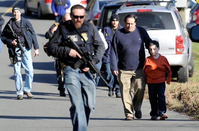 Sandy hook elementary school, Connecticut, SWAT