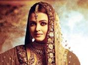 Yummy mummy Aishwarya still dazzles