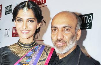 Bollywood fashionista Sonam Kapoor with fashion designer Manish Arora