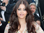 Cannes tales: After starting stylish, Aishwarya plays it safe