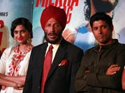 Teary-eyed Sonam Kapoor and Farhan Akhtar launch promo of Bhaag Milkha Bhaag