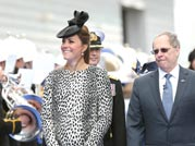 Kate wows in last solo outing before baby