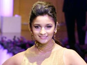 Alia Bhatt makes her ramp debut at the grand finale of India Bridal Fashion Week 2013