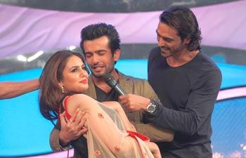 Farhan Akhtar, Arjun Kapoor and Huma Qureshi promote their films on dance reality show
