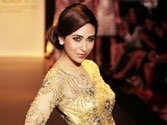 Karisma Kapoor turns golden girl for Vikram Phadnis during LFW 2013
