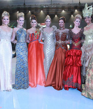 Participants in World Top Model event