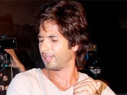 Shahid shakes a leg with young crowd