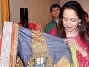 Hema Malini looks splendid at art inauguration